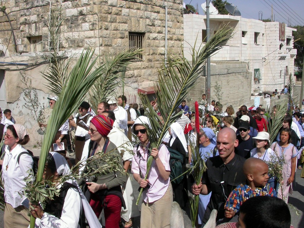 Palm Sunday procession over Mount of Olives, tb041303703